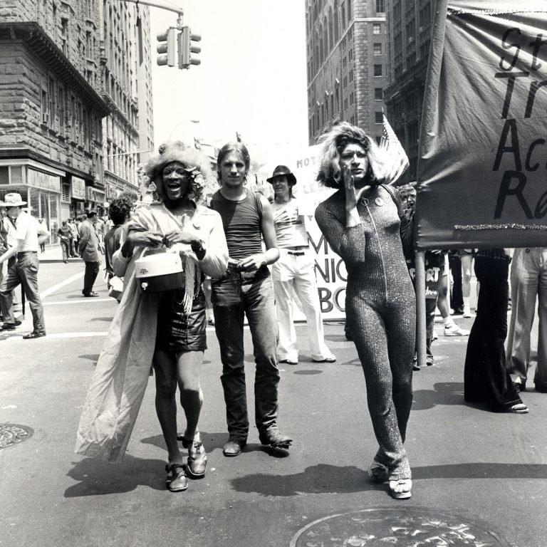 Marsha P. Johnson e Sylvia Rivera em marcha em 1973